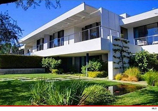 Bắt giữ kẻ lái xe say rượu đâm thẳng vào nhà Jennifer Aniston
