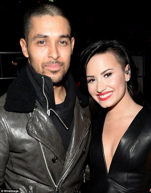 """""""Tan chảy"""" vì tin nhắn của bạn trai dành cho Demi Lovato"""