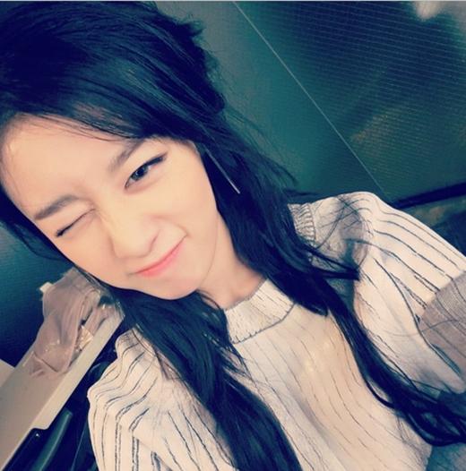 Jiyeon mới chơi Instagram nên đã tích cực khoe hình tự sướng tặng fan khiến họ ngất ngây