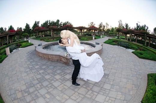 Ảnh cưới lãng mạn của cặp đôi.