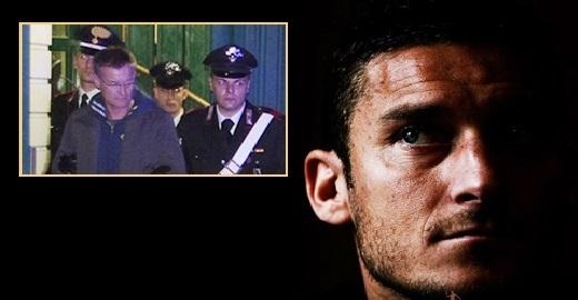 Hình ảnh thần tượng của Francesco Totti đang lung lay dữ dội vì những vụ làm ăn có liên quan đến băng đảng mafia thành Rome do Massimo Carminati (ảnh nhỏ) cầm đầu