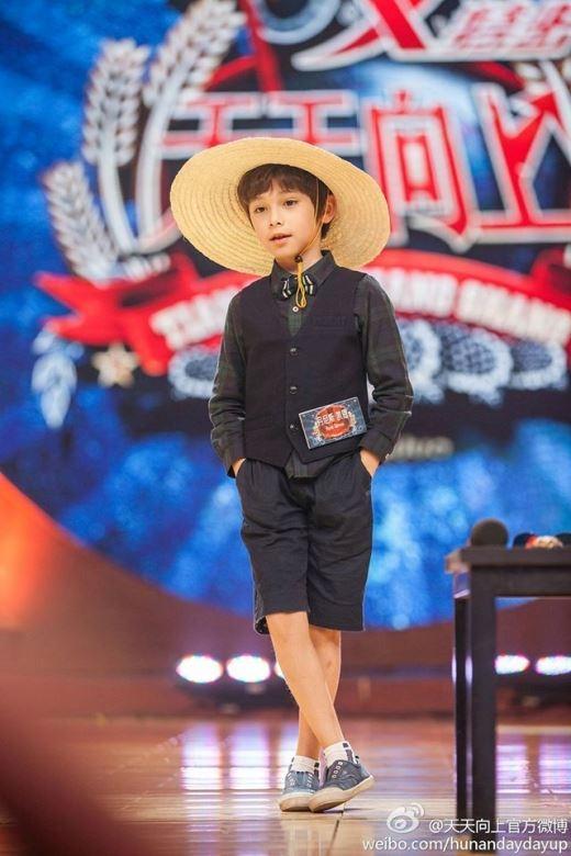 Từ nhỏ, cậu bé Dennis Kane đã là người mẫu nhí được khá nhiều trang báo và các thương hiệu thời trang ưu ái.