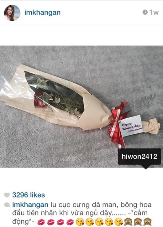 Việc khoe quà tặng cũng không phải là điều gì mới lạ. Cách đây không lâu, Khả Ngân từng vui vẻ khoe với fan mình nhận được một bó hoa của Hi Won - chuyên gia make up và cũng là bạn thân của Khả Ngân.