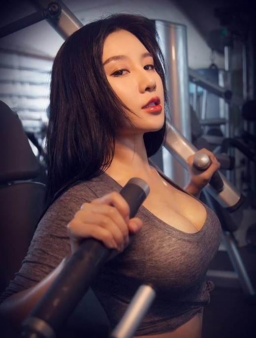 Chao đảo vì đường cong nóng bỏng của hot girl gợi cảm nhất Bắc Kinh