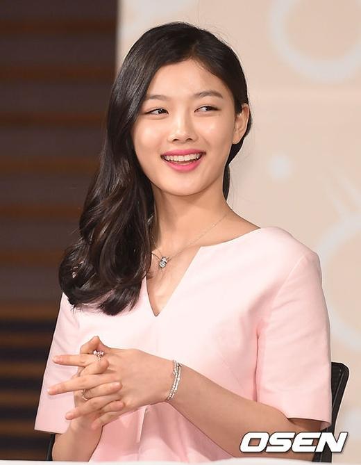 Kim Yoo Jung xinh đẹp tuy hơi già dặn ở tuổi 16
