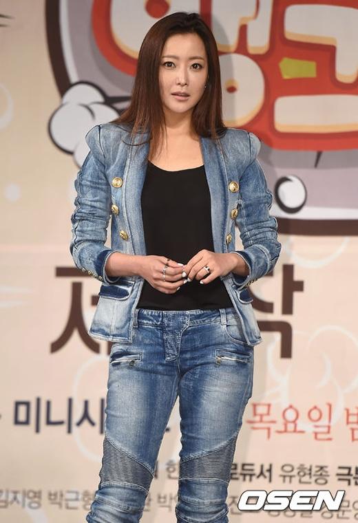 Kim Yoo Jung già dặn, tíu tít bên mẹ Kim Hee Sun