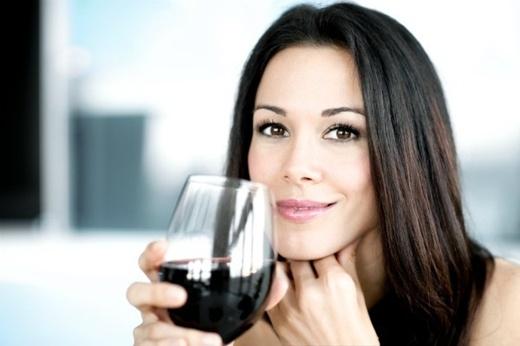 Những người phụ nữ đã kết hôn chỉ được phép uống một ly rượu vang ở nhà hàng hay các quán bar công cộng ở La Paz, Bolivia.