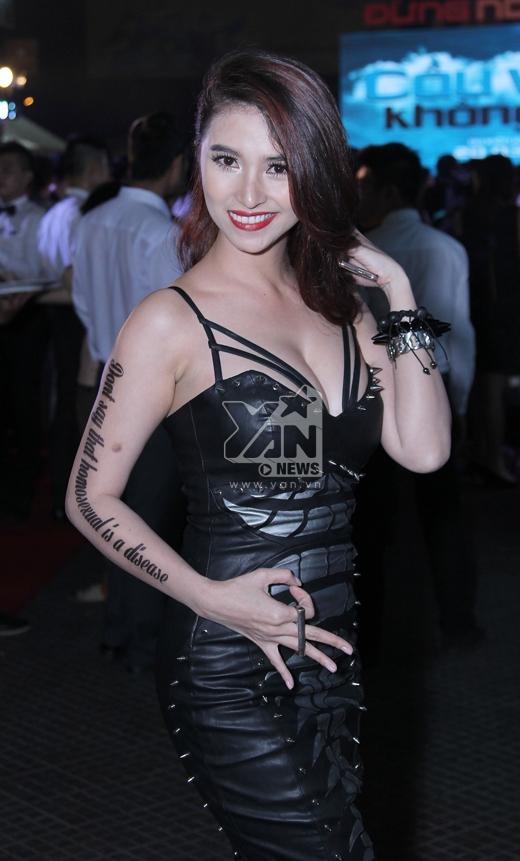 """Việt My táo bạo trong hình ảnh mới, cô vẽ lên cánh tay mình khẩu hiệu: """"Đừng nói đồng tính là bệnh!"""". - Tin sao Viet - Tin tuc sao Viet - Scandal sao Viet - Tin tuc cua Sao - Tin cua Sao"""