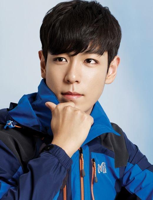 Không thể phủ nhận vẻ đẹp lạnh lùng đầy nam tính của T.O.P (Big Bang), nhan sắc của chàng rapper ít nói này khiến người khác dù không phải fan cũng mê mẩn.