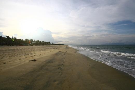 Những bãi biển đẹp hoang sơ và ít người biết ở Việt Nam