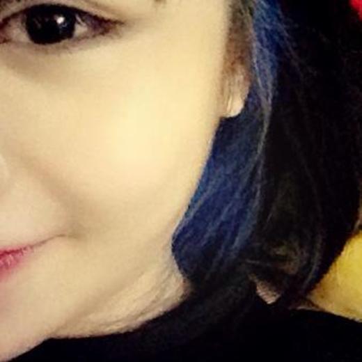 Mới đây, cô còn khoe trên trang cá nhân khi tiếp tục biến hóa với mái tóc xanh lạ mắt. - Tin sao Viet - Tin tuc sao Viet - Scandal sao Viet - Tin tuc cua Sao - Tin cua Sao