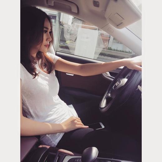 Là một người phụ nữ độc lập, Thanh Hằng ví việc tự lái xe cũng chính là tự lái cuộc đời mình. - Tin sao Viet - Tin tuc sao Viet - Scandal sao Viet - Tin tuc cua Sao - Tin cua Sao