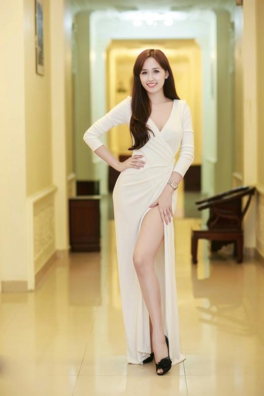 Hoa hậu Mai Phương Thúy sở hữu đôi chân dài trắng nõn nà. - Tin sao Viet - Tin tuc sao Viet - Scandal sao Viet - Tin tuc cua Sao - Tin cua Sao