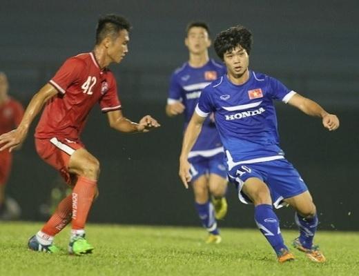 Công Phượng (10) một mình đơn độc trên hàng công U.23 Việt Nam trong trận đấu với CLB Đồng Nai – Ảnh: Bạch Dương