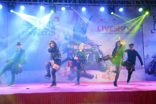 Nhóm nhảy L.Y.N.T nhảy trên nền nhạc ca khúc chủ để của bộ phim Chappie – Cookie Thumper. - Tin sao Viet - Tin tuc sao Viet - Scandal sao Viet - Tin tuc cua Sao - Tin cua Sao