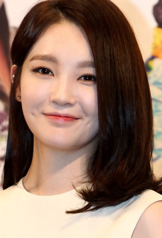 """Sở hữu vẻ đẹp trong sáng, ngây thơ, Kang Min Kyung (Davichi) còn """"hút hồn"""" fan bằng đôi đồng xu xinh xắn làm toát lên nụ cười tỏa sáng."""