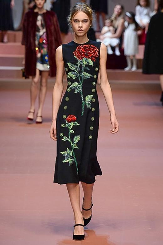 Những mẫu thiết kế thuộc bộ sưu tập của nhà mốt D&G với họa tiết hoa hồng tinh tế tạo nên bằng kỹ thuật thêu 3D