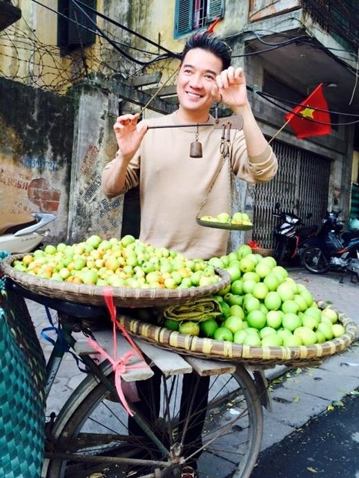Nam ca sĩ có khiếu đi bán táo. - Tin sao Viet - Tin tuc sao Viet - Scandal sao Viet - Tin tuc cua Sao - Tin cua Sao