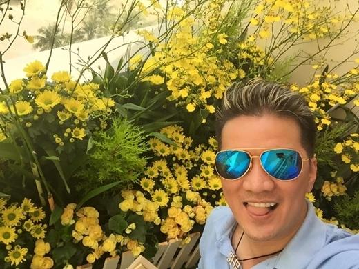 Rất thích hoa nên anh thường xuyên lưu lại những khoảnh khắc mỗi lần thấy hoa đẹp. - Tin sao Viet - Tin tuc sao Viet - Scandal sao Viet - Tin tuc cua Sao - Tin cua Sao