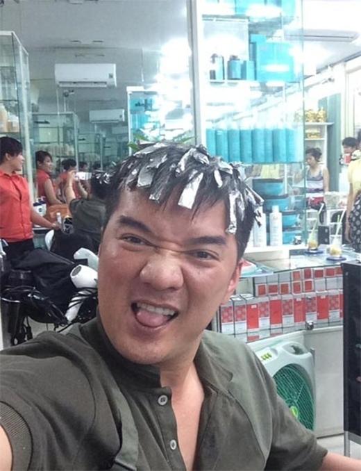 Đi làm tóc cũng chụp ảnh tự sướng. - Tin sao Viet - Tin tuc sao Viet - Scandal sao Viet - Tin tuc cua Sao - Tin cua Sao