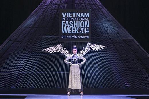 và tỏa sáng tại Vietnam International Fashion Week 2014. - Tin sao Viet - Tin tuc sao Viet - Scandal sao Viet - Tin tuc cua Sao - Tin cua Sao