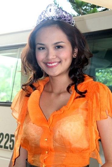 Ngay cả Hoa hậu Diễm Hương trong những ngày đầu đăng quang cũng từng bị chê bởi cách mặc kém duyên. - Tin sao Viet - Tin tuc sao Viet - Scandal sao Viet - Tin tuc cua Sao - Tin cua Sao
