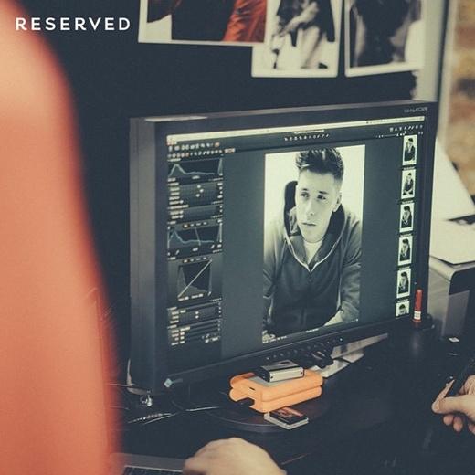Hậu trường buổi chụp ảnh đượcBrooklynchia sẻ trên trang Instagram cá nhân của mình.