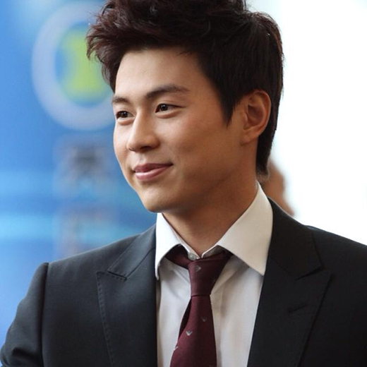 Phát sốt với ngoại hình của cầu thủ đẹp trai nhất Hàn Quốc