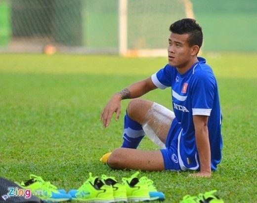 Nguyễn Thanh Hiền ngậm ngùi chia tay Olympic Việt Nam vì chấn thương. Ảnh: Hoàng Tâm.