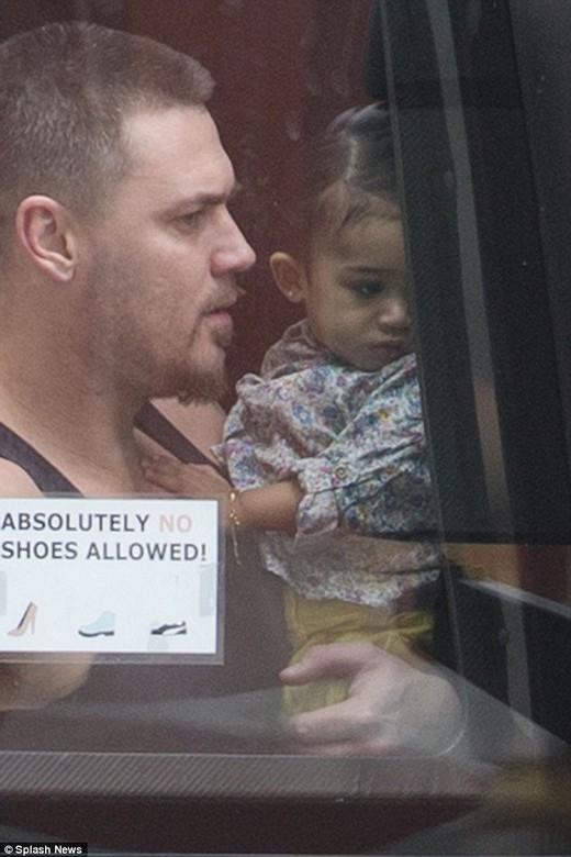 Hình ảnh con gái của Chris Brown gây chú ý