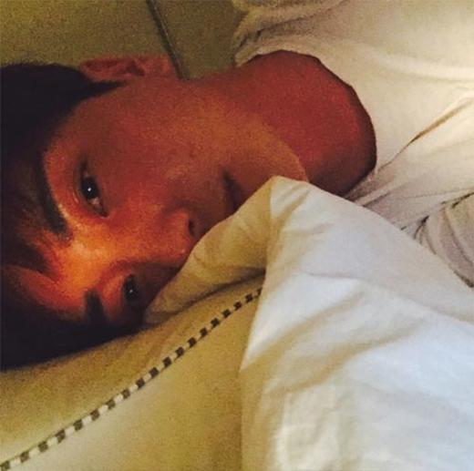Leeteuk khoe hình say rượu, anh chia sẻ: Say rồi. Tôi sẽ xóa tất cả sau khi tỉnh dậy vào ngày mai.