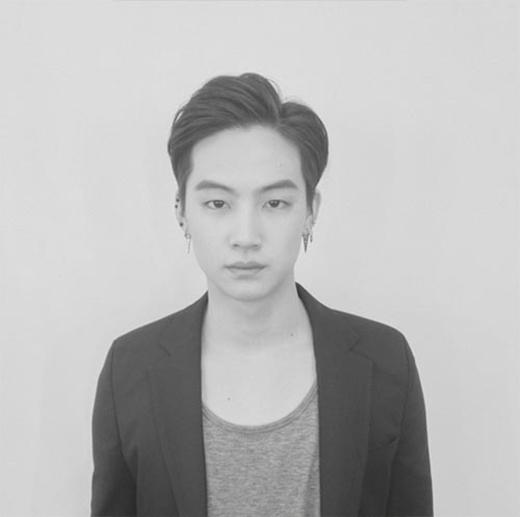 JB đăng tải hình trắng đen cổ điển khiến fan thích thú.