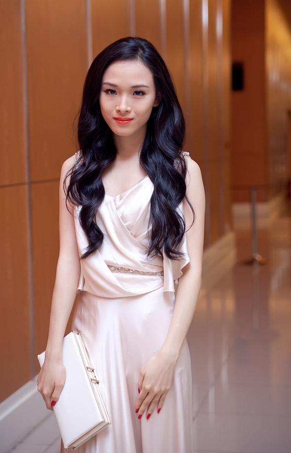 Cô từng thử sức ở vai trò người mẫu, diễn viên, MC... - Tin sao Viet - Tin tuc sao Viet - Scandal sao Viet - Tin tuc cua Sao - Tin cua Sao
