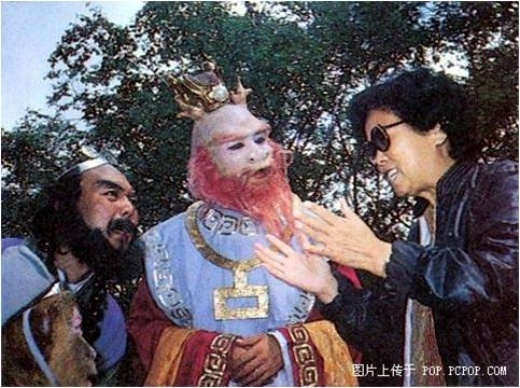 Dương Khiết trò chuyện với Sa Tăng và Long Vương