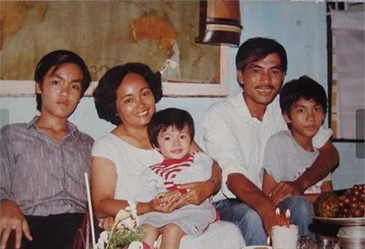 Hình ảnh Hà Tăng bên gia đình hồi bé. - Tin sao Viet - Tin tuc sao Viet - Scandal sao Viet - Tin tuc cua Sao - Tin cua Sao