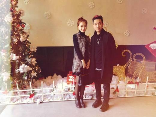 Anh chàng ca sĩ, rapper nổi tiếng JustaTee cùng cô hot girl Hà thành Trâm Anh cũng đã gắn bó được gần 2 năm nay. Chuyện tình cảm của cặp đôi nổi tiếng này khiến không ít bạn trẻ phải ngưỡng mộ.