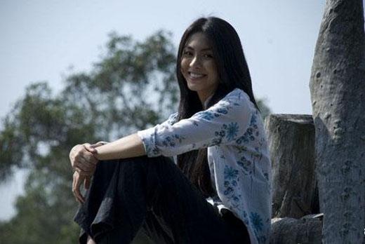Tăng Thanh Hà đóng một vai diễn nhỏ trong phim Cánh đồng bất tận (2010). - Tin sao Viet - Tin tuc sao Viet - Scandal sao Viet - Tin tuc cua Sao - Tin cua Sao