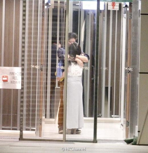 Những khoảnh khắc sao Hoa ngữ bị tóm ảnh thân mật nơi công cộng