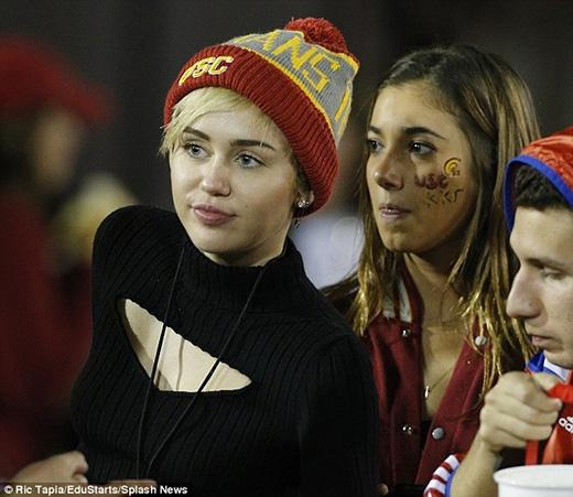 Miley và cô gái bí ẩn đã từng đi chung với nhau