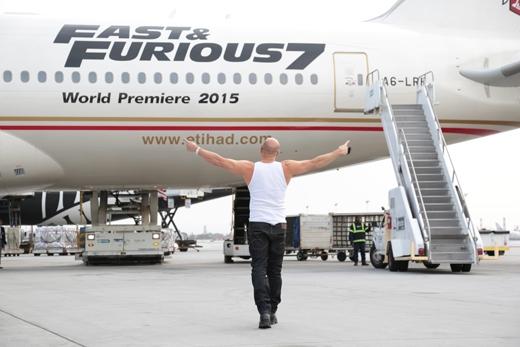 Vin Diesel phấn khích khi nhìn thấy máy bay Fast & Furious 777