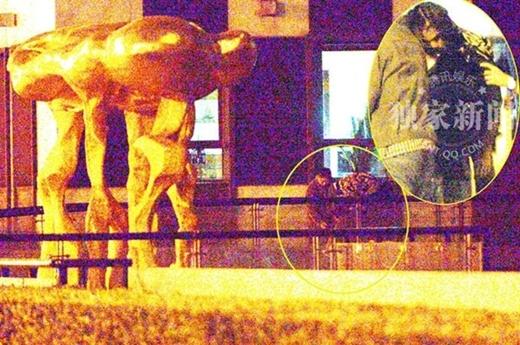 Trần Khôn say xỉn đến mất kiểm soát trên đường phố