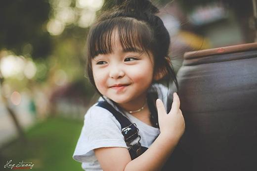 Ngất ngây trước vẻ thiên thần của bé gái Việt 4 tuổi