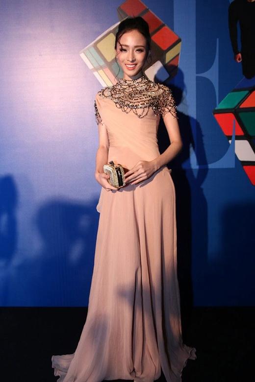 Trương Hồ Phương Nga trên thảm đỏ Elle show Spring-Summer 2015.