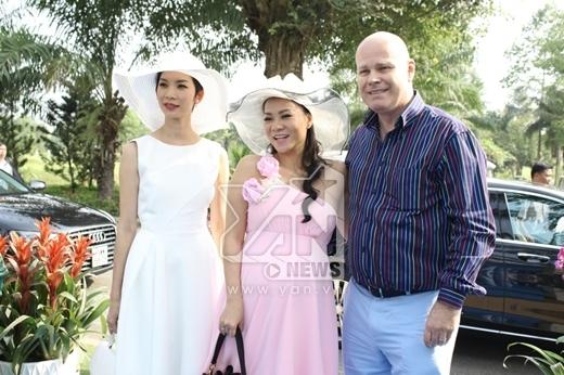 Vợ chồng Thu Minh đến khá sớm cùng với sự có mặt của người mẫu Xuân Lan. - Tin sao Viet - Tin tuc sao Viet - Scandal sao Viet - Tin tuc cua Sao - Tin cua Sao