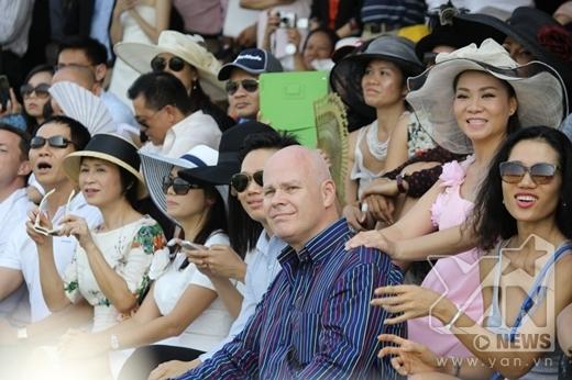 Thu Minh liều lĩnh vác bầu 8 tháng đi chơi thể thao - Tin sao Viet - Tin tuc sao Viet - Scandal sao Viet - Tin tuc cua Sao - Tin cua Sao