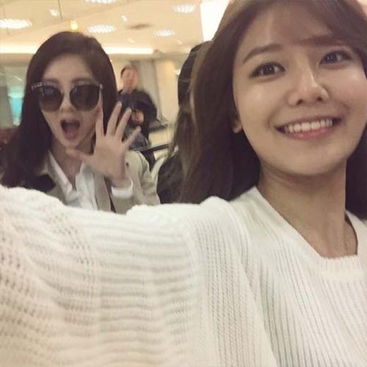 Sooyoung nhí nhảnh khoe hình cùng Seohyun ngay khi đến Đài Loan