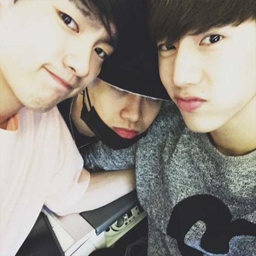 Mark khoe hình cùng Jackson và Jr, mong gặp các fan tại Malaysia.