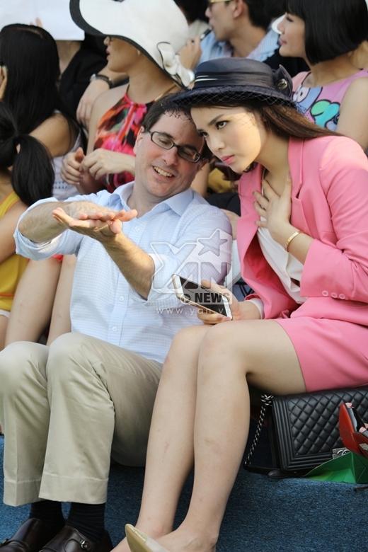 Diện hàng hiệu đắt tiền, Hoa hậu Kỳ Duyên vẫn mất điểm vì quá sến sẩm - Tin sao Viet - Tin tuc sao Viet - Scandal sao Viet - Tin tuc cua Sao - Tin cua Sao