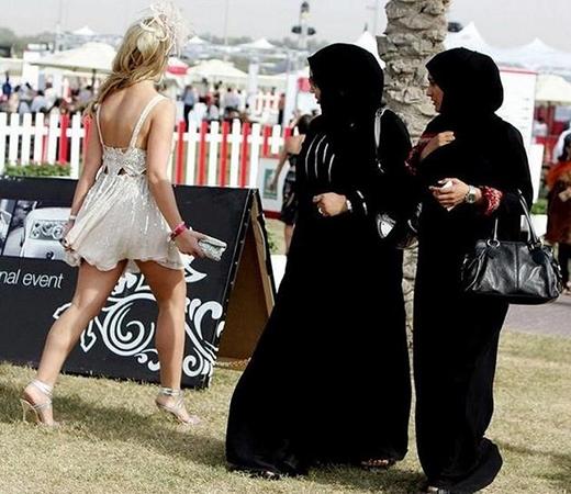 Sự khác biệt giữa hai nền văn hóa.