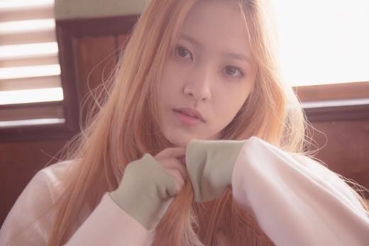 """So sánh với Yoona, thành viên mới của Red Velvet nhận """"gạch đá"""""""